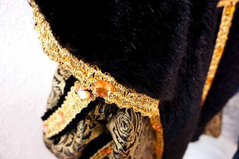 costume roi détails